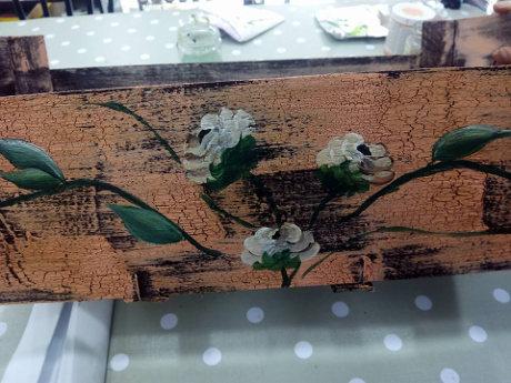 Taller de manualidades para decorar cajas en Canarias